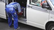 Vorsicht vor falschen Handwerkern: Besonders ältere Menschen fallen Betrügern zum Opfer (Symbolbild).