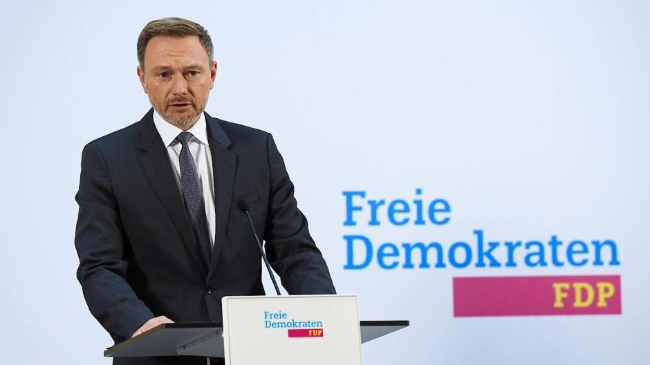 Parteichef Christian Lindner erklärt am Montag in Berlin die einstimmige Zustimmung der FDP-Gremien zur Aufnahme von Koalitionsverhandlungen.