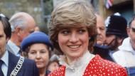Bluse mit Kragen, so gezackt wie ein Tartelettesrand: Diana in den frühen Achtzigern.