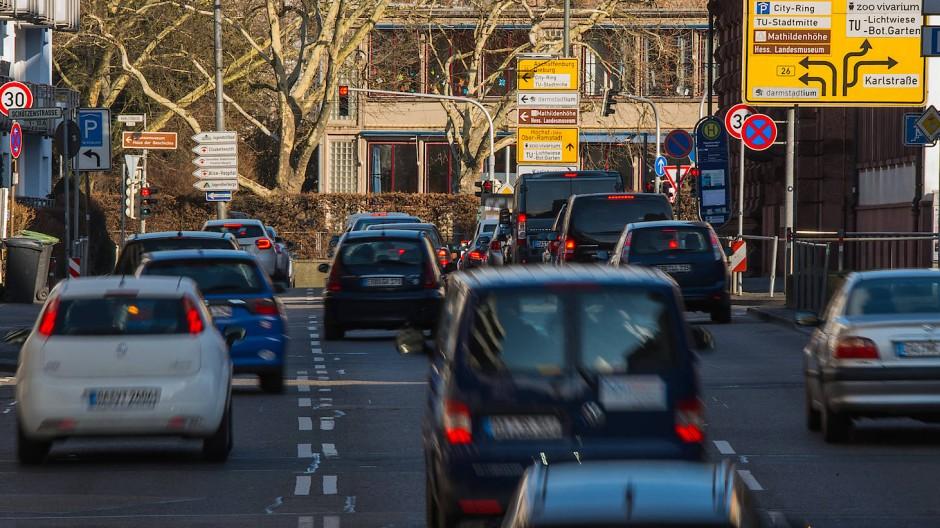 Viele Diesel-Fahrzeuge übersteigen die Stickoxid-Grenzwerte um ein Vielfaches, zeigt eine neue Studie.