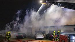Lagerhalle in Frankfurt-Rödelheim brennt nieder