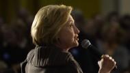 Es scheint ihr Ernst: Wahlkämpferin Hilary Clinton spricht vor einigen Tagen in New Hampshire auch über Ufos.