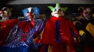 Grusel-Clowns verletzen Passanten mit Messer