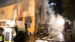 Autowerkstatt geht in Flammen auf