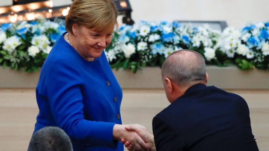 Merkel und Erdogan am Freitagmorgen während der Eröffnungszeremonie der Deutsch-Türkischen Universität in Istanbul