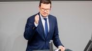 Marco Buschmann (FDP) spricht Ende März im Bundestag.