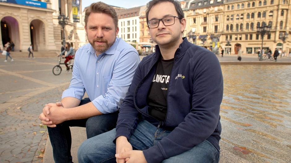 Schulterschluss: Unternehmer Martin Lacroix (links) hat die Start-up-Szene in Mittelhessen befördert.