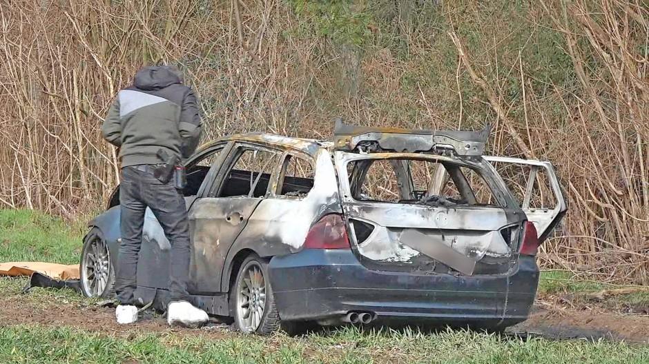 Ausgebrannt: Fluchtfahrzeug nach dem ersten Überfall im März 2018.