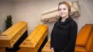 Jennifer Schmidt: Siegerin im Bundesleistungswettbewerb der Bestatter 2019 und inzwischen Bestattungsfachkraft in Backnang nördlich von Stuttgart