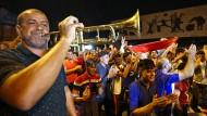 Erleichtert: Iraker in der Hauptstadt Bagdad feiern die Vertreibung des IS aus Mossul.
