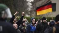 Zusammenstöße bei Rechten-Demo gegen Flüchtlinge