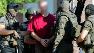 Hessens Verfassungsschutz verstärkt Überprüfung von Rechtsextremisten