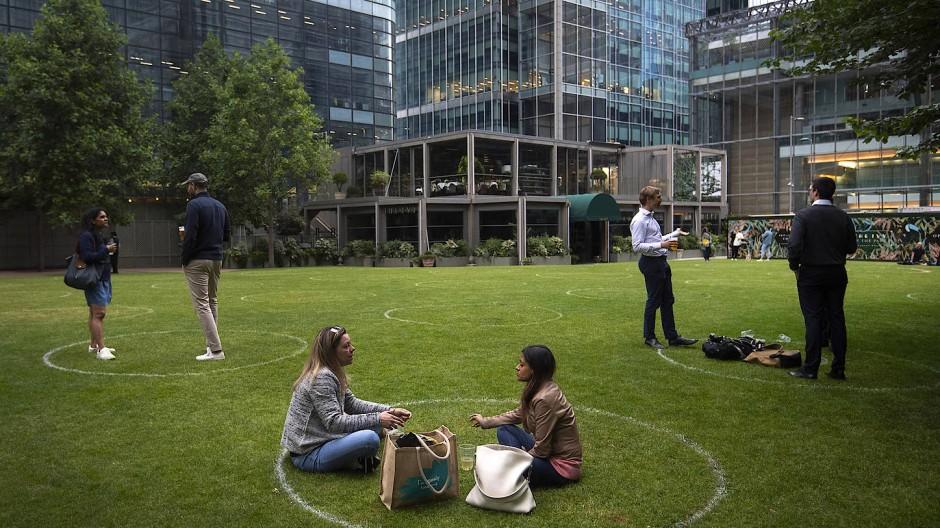 """Der Versuch von """"Social Distancing"""" im Londoner Bankenviertel"""