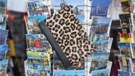 """Im Leopardenmuster unterwegs durch den Großstadtdschungel: Tagesclutch von """"Longchamp"""""""