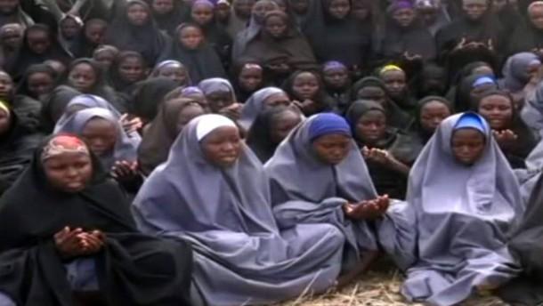 Angeblich Lebenszeichen von entführten Schülerinnen