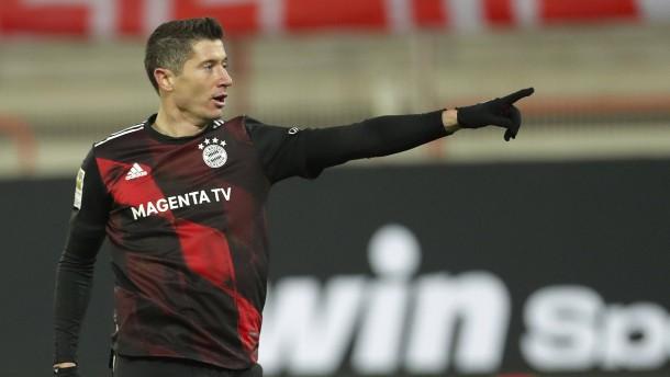 Lewandowski rettet Bayern einen Punkt