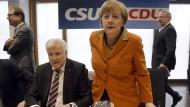 CSU und CDU für Kanzlerkandidatur Merkels