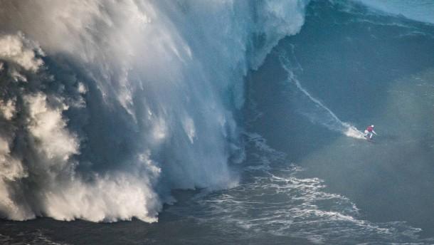 Maya Gabeira surft 22-Meter-Welle