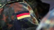 Der seit mehr als drei Jahren suspendierte Oberleutnant Franco A. steht unter Terrorverdacht