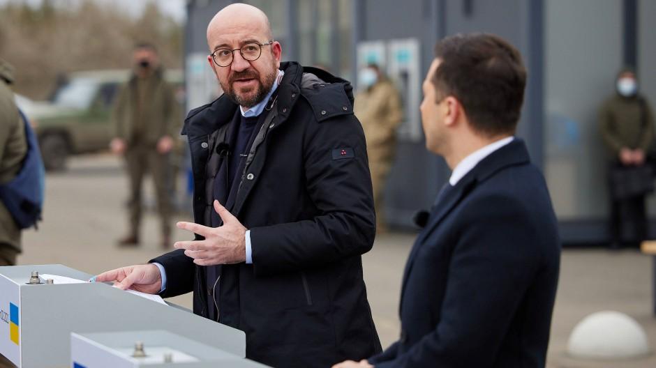 Charles Michel (l.) und Wolodymyr Selenskyj am 2. März in Schtschastja
