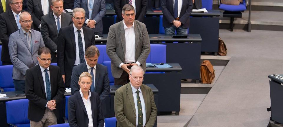 AfD im Bundestag: Schweigeminute für Susanna F.