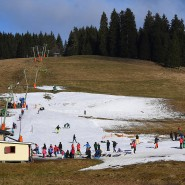Wetterderivaten gegen grüne Wiesen: Wirtschaftszweige, die am Wintersport hängen, könnten sich so absichern.