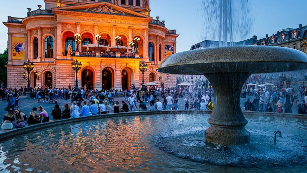 Zapfenstreich für den Frankfurter Opernplatz