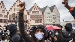 Tausende demonstrieren gegen Rassismus und Polizeigewalt