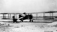 Neue Flugzeugtypen, wie dieser Langstreckenbomber vom Typ Gotha G.IV, ermöglichten es der deutschen Heeresleitung, den Luftkrieg zu intensivieren.
