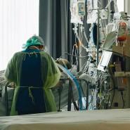 Kampf gegen einen unberechenbaren Feind: Auf der Intensivstation des Uniklinikums Tübingen wird ein Covid-19-Patient versorgt.