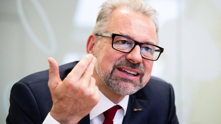 Der Österreicher Josef Aschbacher soll Jan Wörner kommendes Jahr ablösen. Er übernimmt damit ein Amt, das vor allem viel politisches Geschick erfordert.