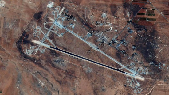 Vereinigte Staaten greifen syrischen Flugplatz an