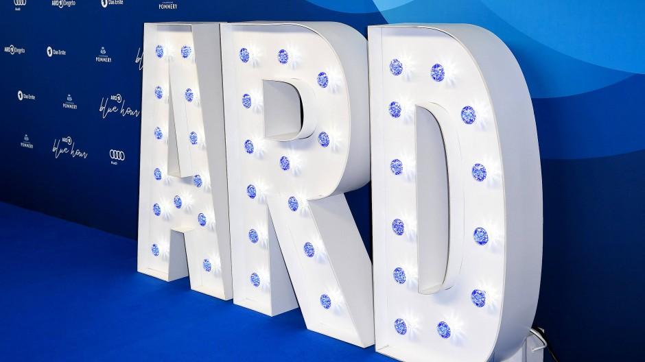 Die ARD leuchtet nach Ansicht der Unterzeichner der Briefe nicht, wenn es um die Vergütung von Hörspielautoren oder die Arbeitsbedingungen von Filmregisseuren geht.