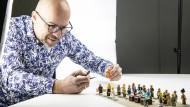Angeblich zu ähnlich: Bluebrixx-Inhaber Klaus Kiunke vertreibt Sets mit Spielsteinen von Herstellern, denen Lego Markenrechtsverletzungen vorwirft.