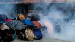 Studenten in Universität eingekesselt
