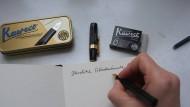 """Unter der Überschrift """"Schönschreiben mit feinen Federhaltern"""" hat die Autorin über hochwertige Stifte der Firma Kaweco berichtet."""