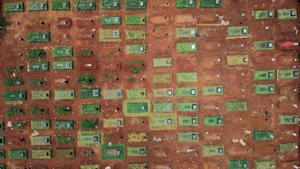 Gräberfeld in Jakarta zeigt Ausmaße von Covid-19