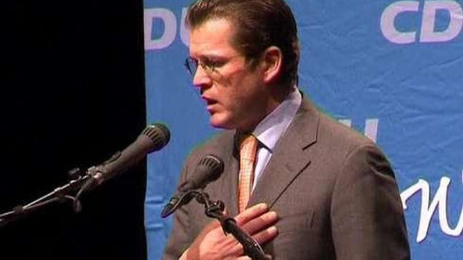 Guttenberg verzichtet auf Doktortitel