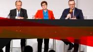 Friedrich Merz, Annegret Kramp-Karrenbauer und Jens Spahn (v.l.n.r.), hier auf einer Veranstaltung in Idar-Oberstein, wollen Angela Merkel an der Parteispitze beerben.