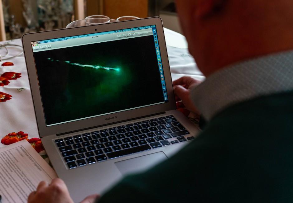 Der Hobbyastronom und Ufo-Forscher hat es sich zur Aufgabe gemacht, Flugobjekte und Wetterphänomene zu identifizieren und die Öffentlichkeit darüber aufzuklären.