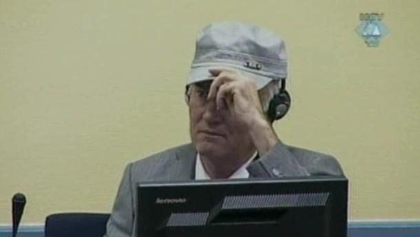 Mladic des Gerichtssaals verwiesen
