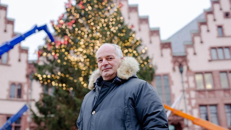 Ein Advent ohne Arbeit: Thomas Roie und sein Kettenkarussell haben seit 40 Jahren die Weihnachtszeit auf dem Römerberg verbracht.