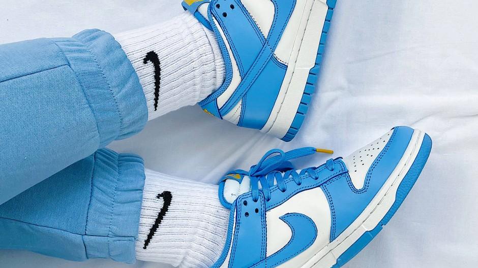 Der blau-weiße Nike Dunk Low Coast war, als er im Januar herauskam, innerhalb von Sekunden ausverkauft.