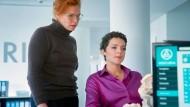 Versicherungsfall Strelau: Judith (Karoline Bär, rechts) ist Franziskas (Henny Reents) beste Freundin und Sachbearbeiterin einer skrupellosen Versicherung.