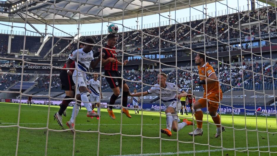Punkt gerettet: Silva trifft – die Eintracht spielt 1:1 gegen Arminia Bielefeld.