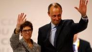 Team aus Rivalen? Kramp-Karrenbauer und Merz nach dessen Niederlage auf dem CDU-Bundesparteitag im Dezember