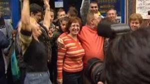 Geldregen über Spanien: Madrilenen im Glück