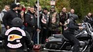 Rockertreffen: Szene von der Trauerfeier für den ermordeten Gießener Hells-Angels-Chef - die Mörder laufen weiter frei herum, wie es heißt