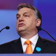 """Nach der Wahl von Viktor Orbán wurde es für den linksliberalen Radiosender """"Klubrádió"""" immer schwerer, auf Sendung zu bleiben."""