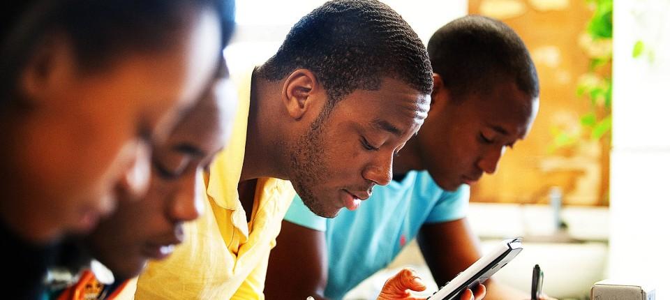 afro amerikanische Nachrichten Kostenloser Teenager-Einsatz